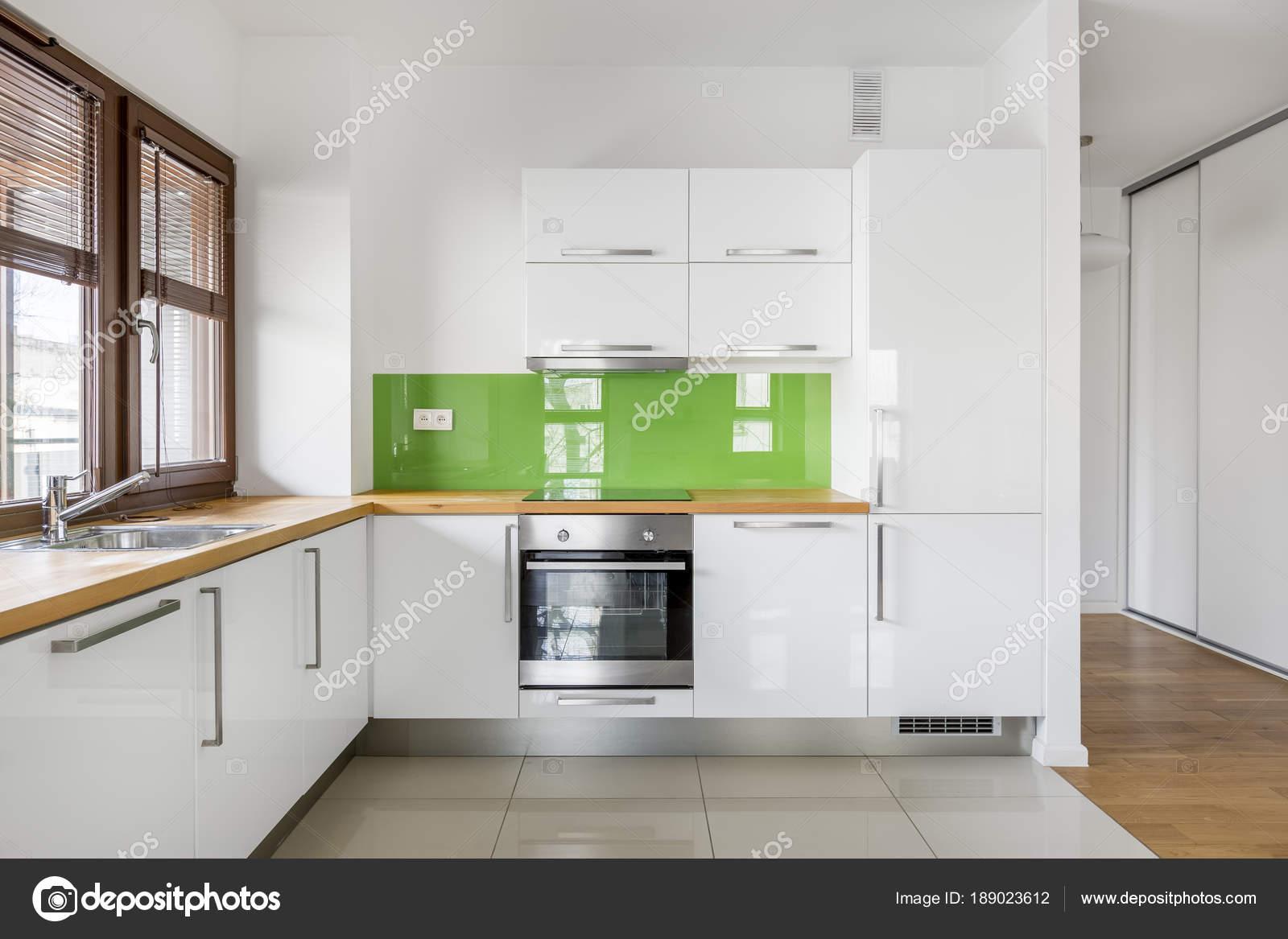 Hochglanz, weiße Küche — Stockfoto © in4mal #189023612