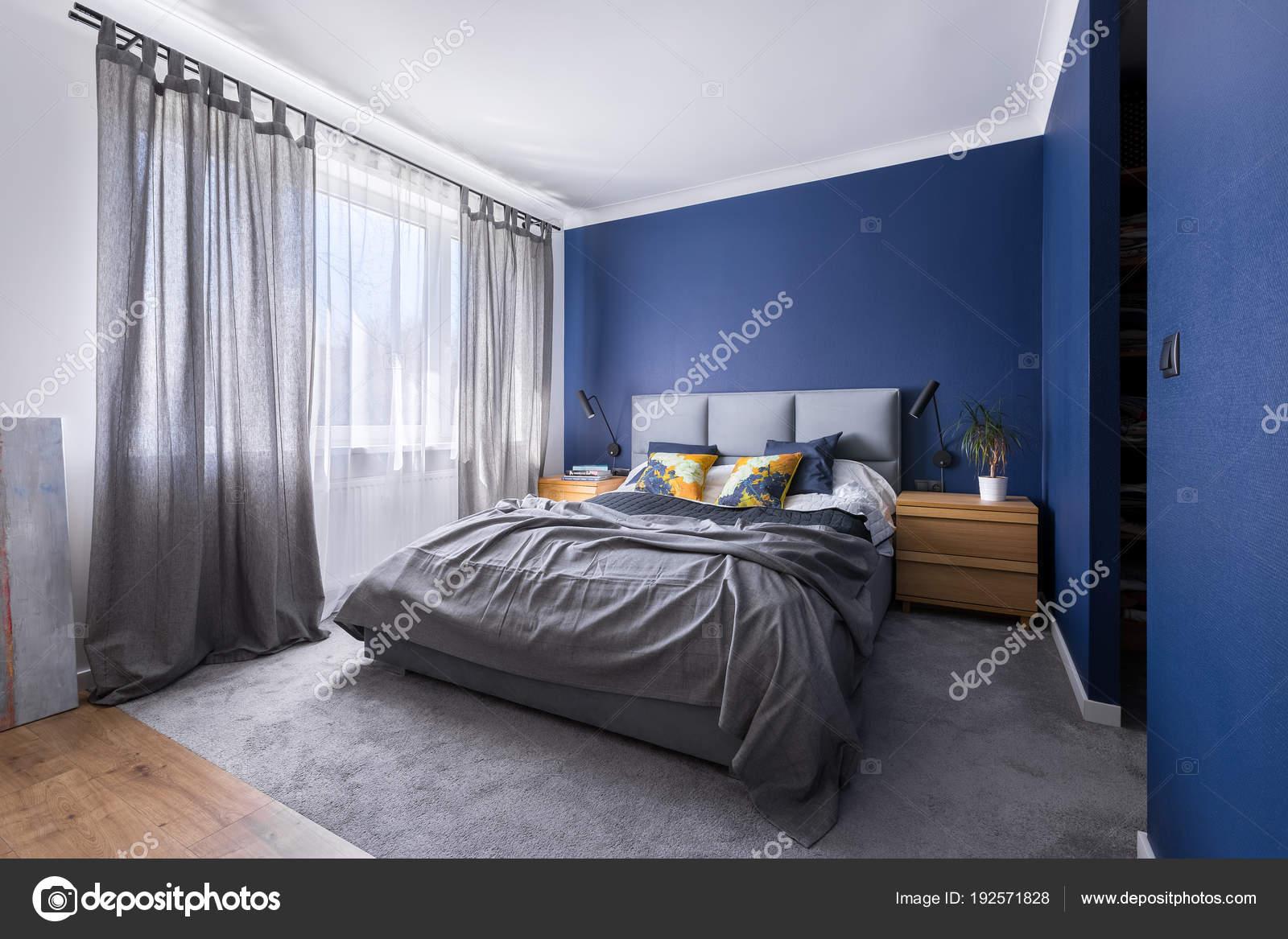 Camera Da Letto Blu : Camera da letto blu cobalto u foto stock in mal