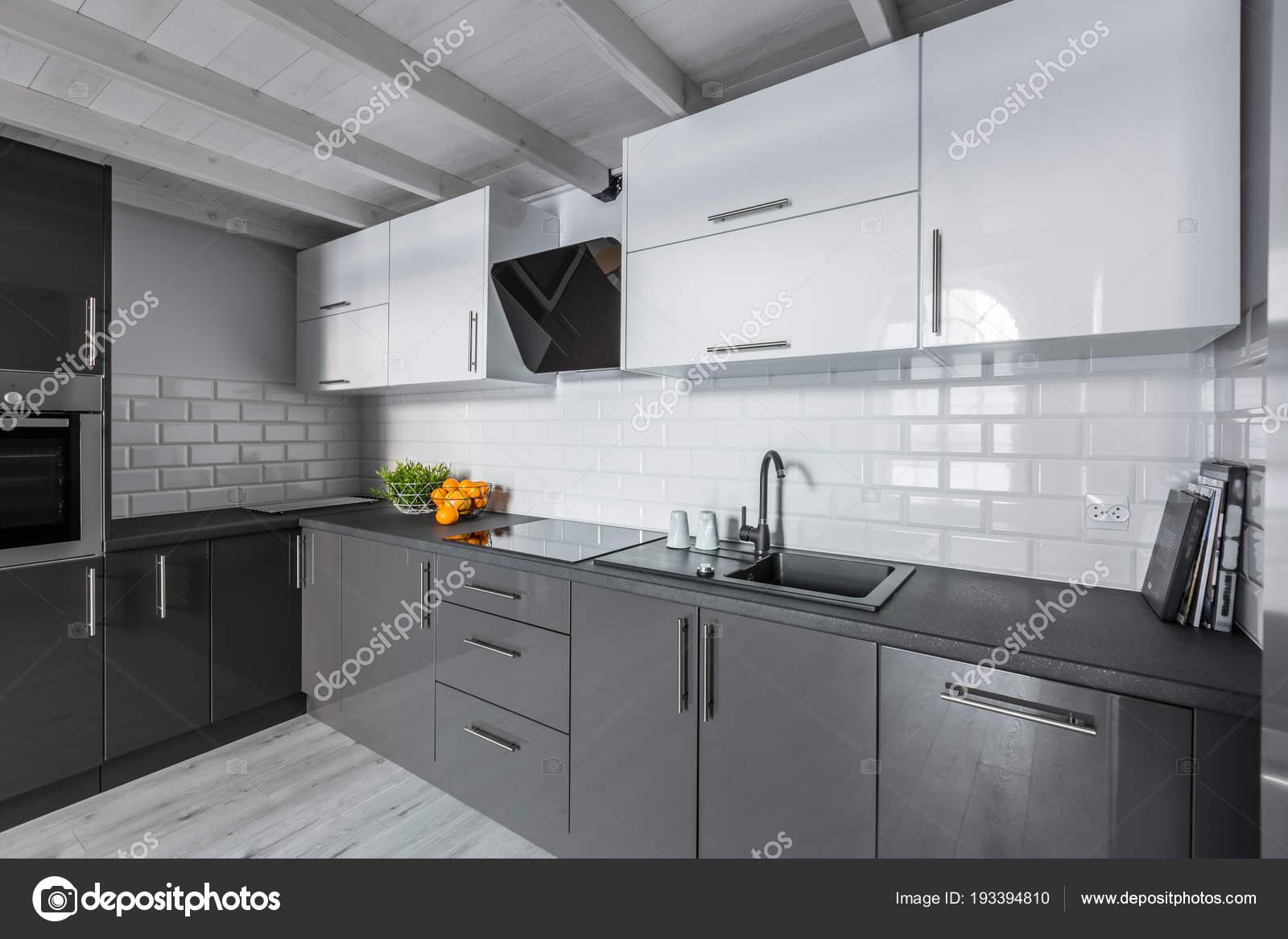 Cucina con piastrelle mattoni u foto stock in mal