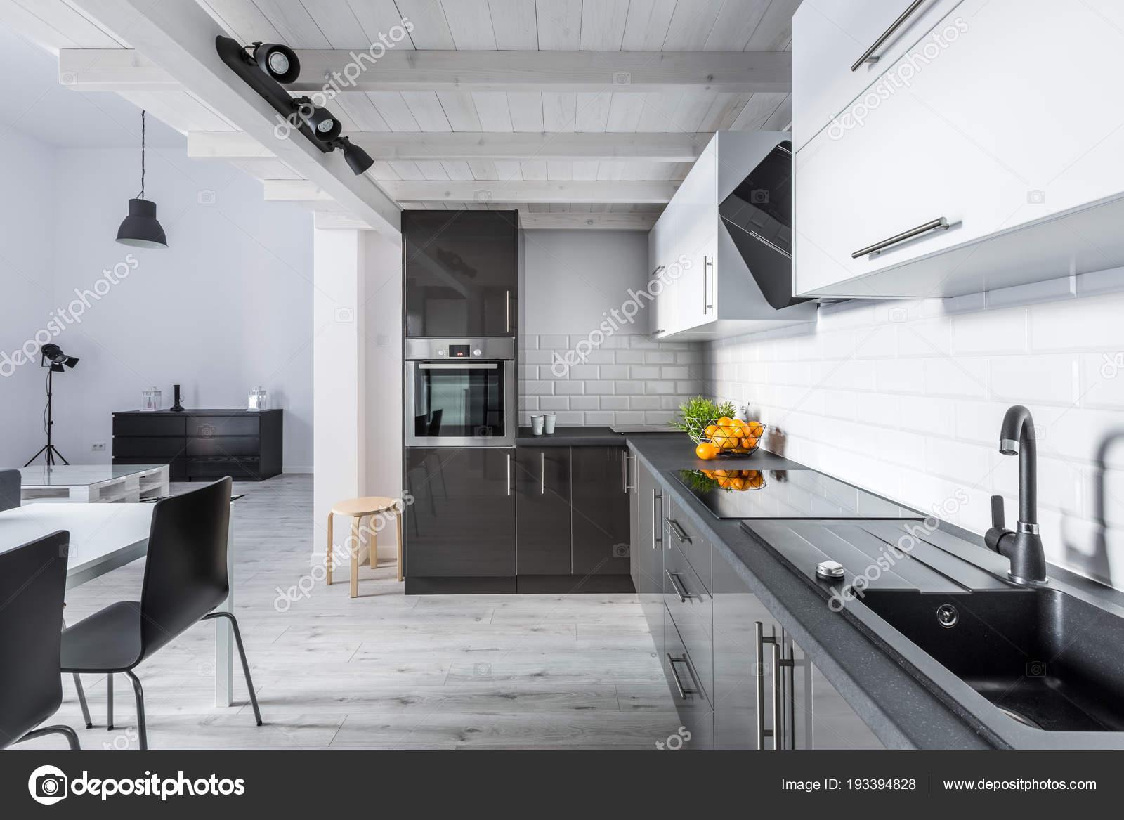 Cozinha Moderna Com Teto R Stico Stock Photo In4mal 193394828