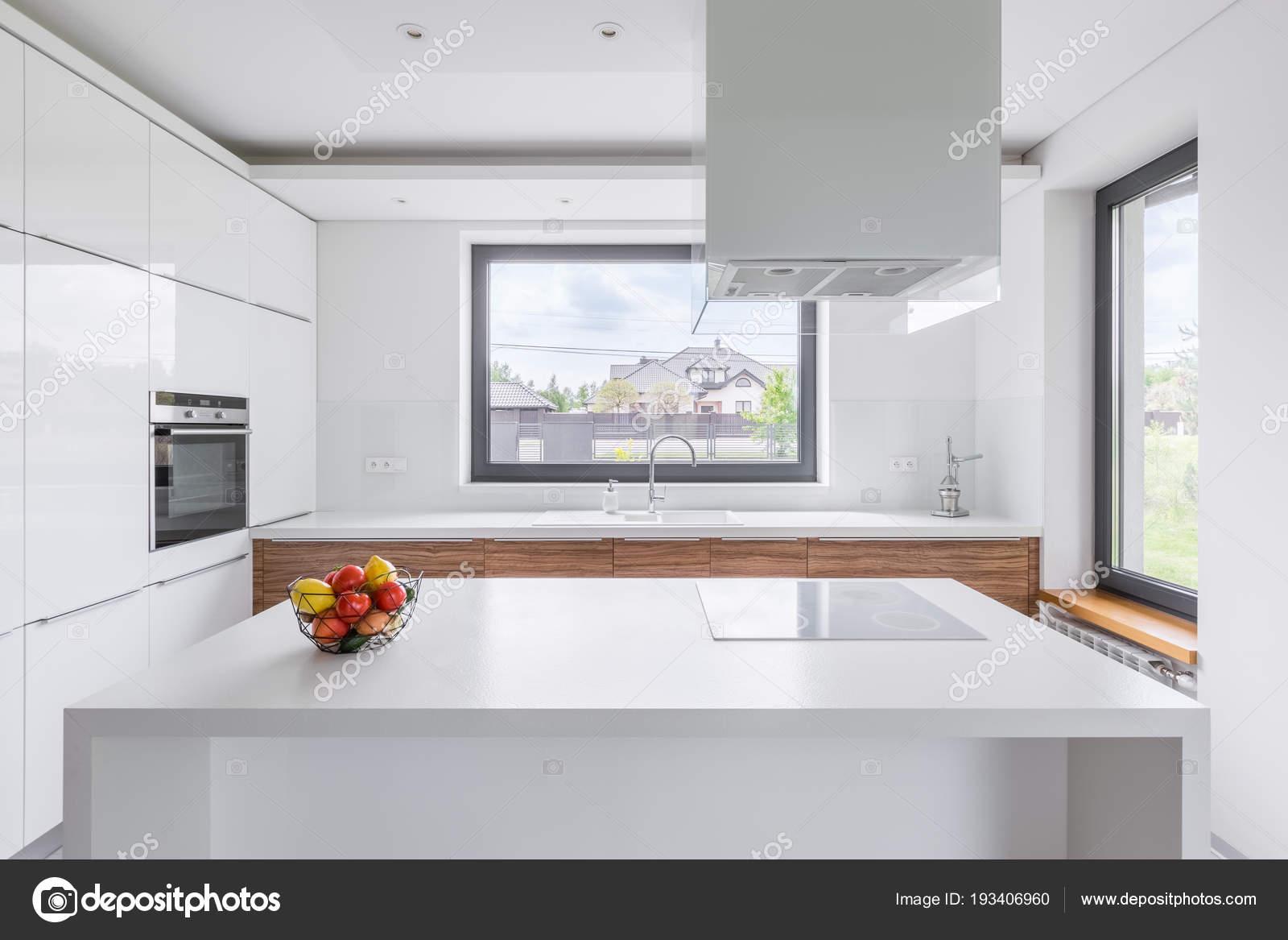 Cozinha Branca Com Ilha Fotografias De Stock In4mal 193406960