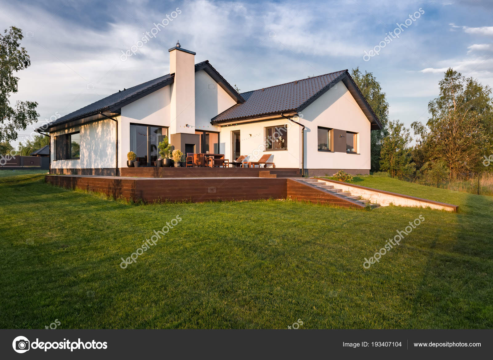 Maison moderne avec patio — Photographie in4mal © #193407104