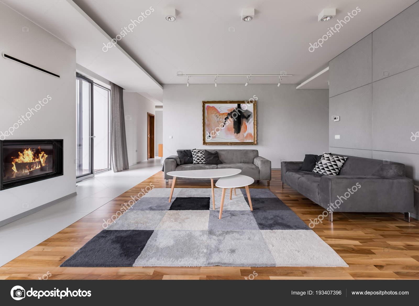 Villa-woonkamer met open haard — Stockfoto © in4mal #193407396