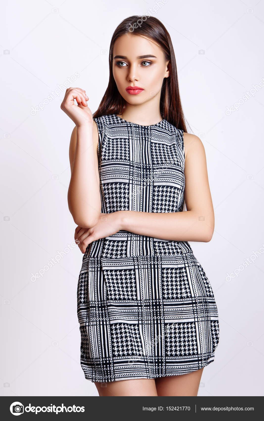 Hermosa mujer glamour modelo ropa ropa de moda 0a33db96c17