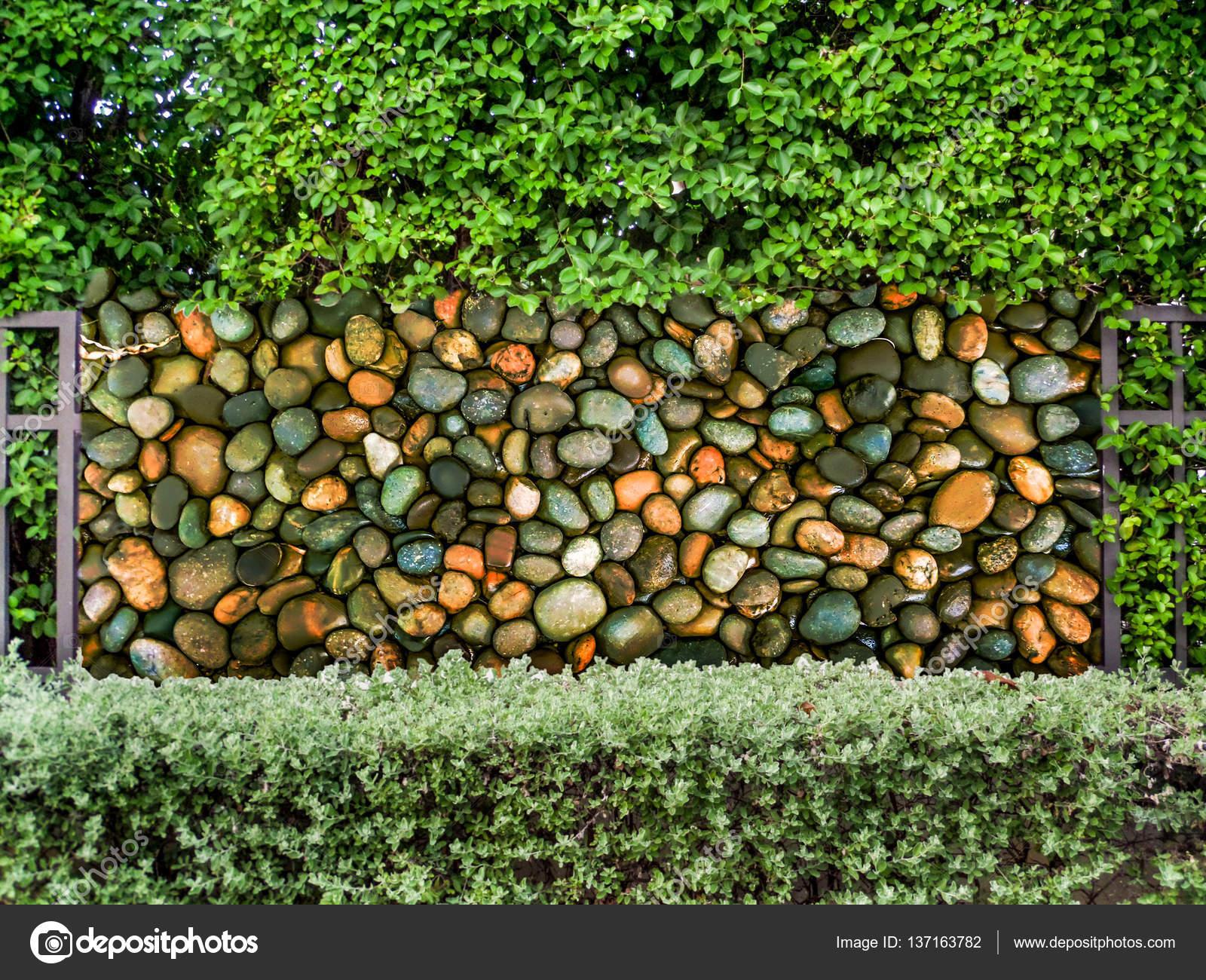beton zaun im garten der natur mit steinmauer — stockfoto
