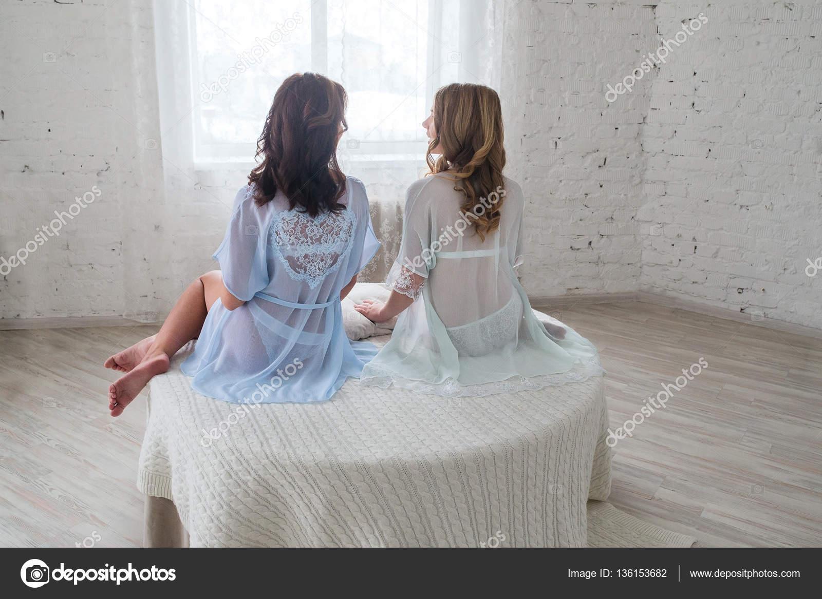 lesbiche lingerie foto