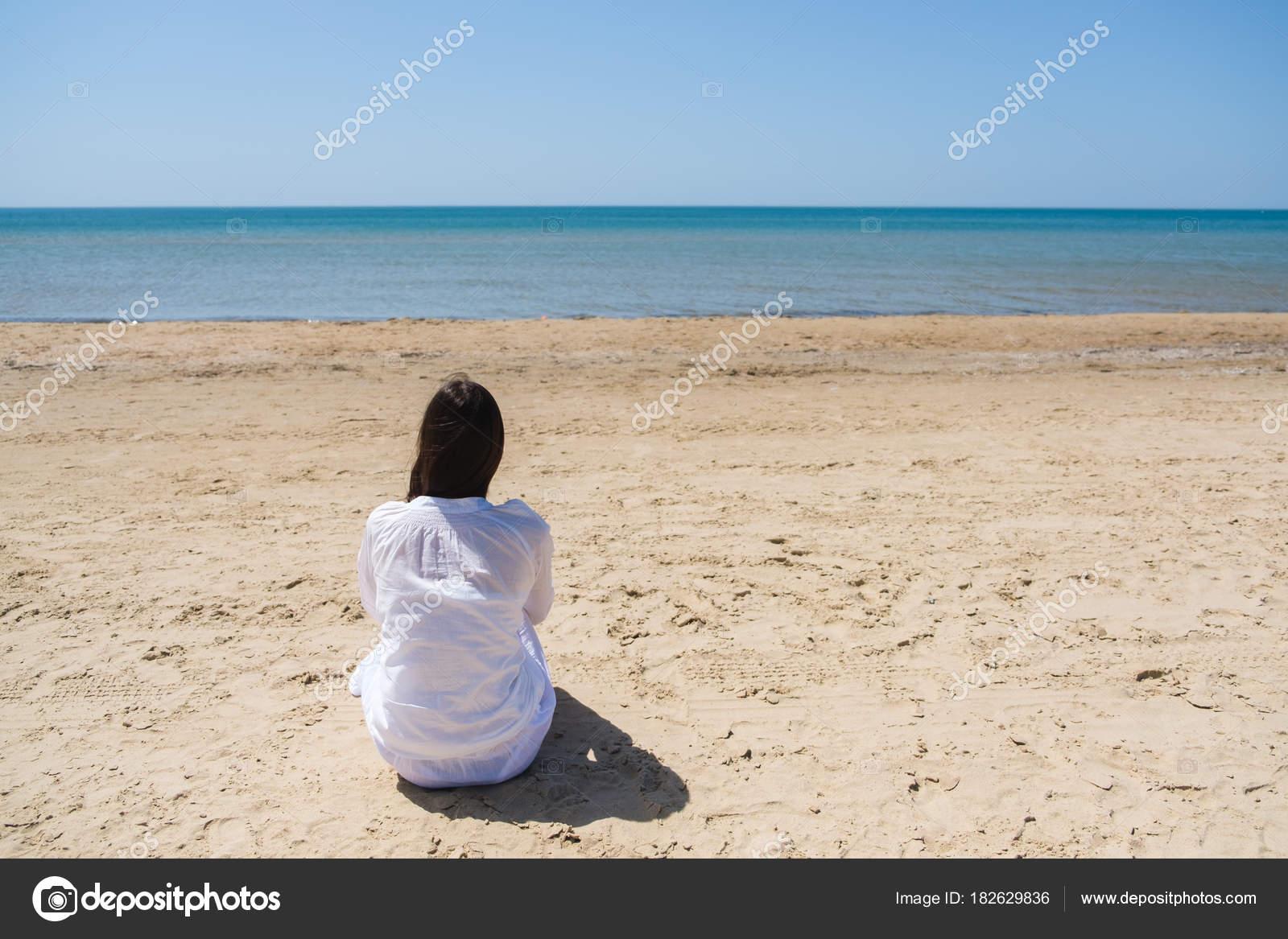Фото девушка брюнетка на пляже, порно фото анальных дырочек жен