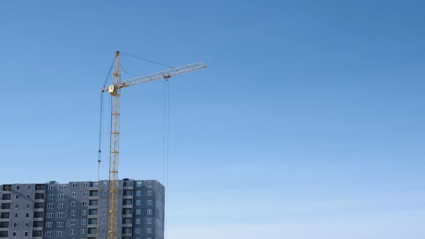 Construction of a multi-storey building. Crane turns to the side.