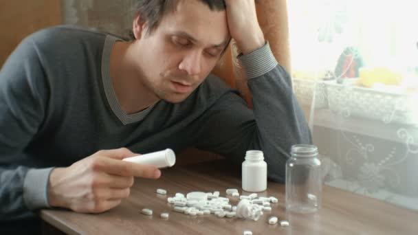 člověk má spoustu pilulek a usne. Pojem deprese, sebevraždy a nebezpečí