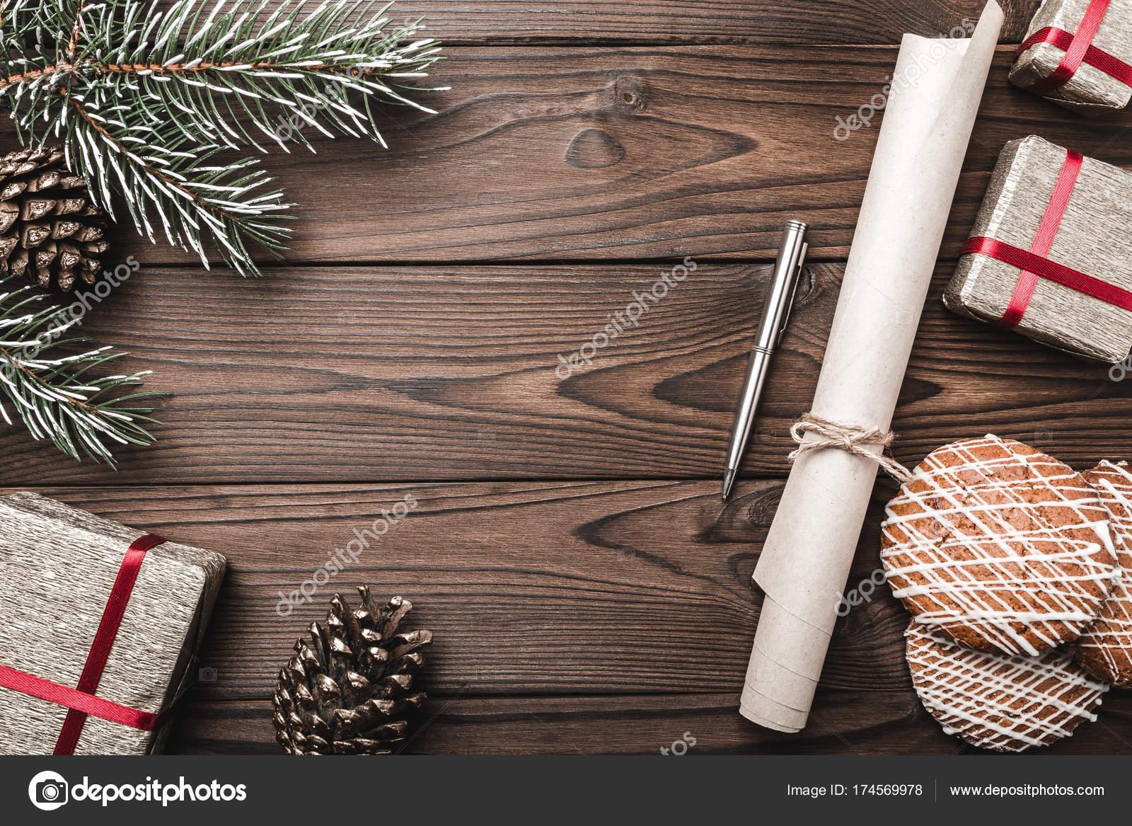 Braune Holz Hintergrund. Tanne, dekorative Kegel. Online-Speicher ...