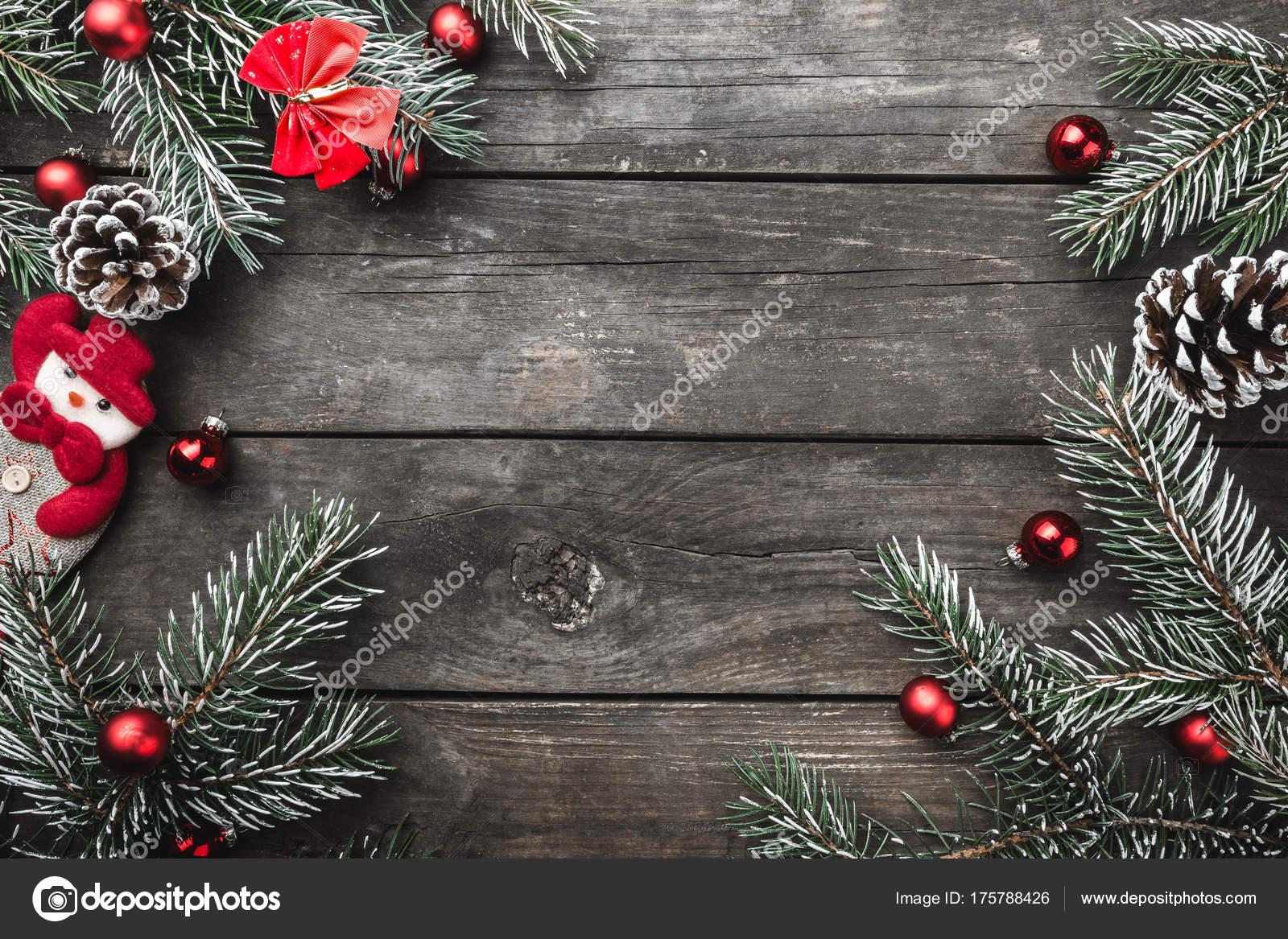 Carte Image Noel.Carte Noel Sur Fond Bois Vieux Branches Sapin Vert Jouets