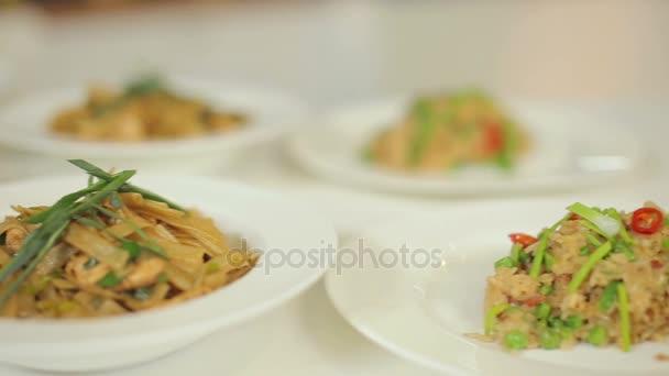 Rizoto, těstoviny a dušené vepřové se zeleninou