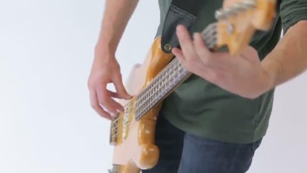 Basszus gitár játékos tánc zene