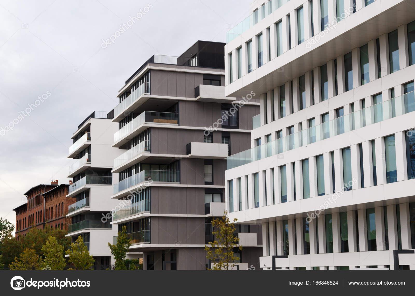 Moderne Luxus-Appartements-Gebäude — Stockfoto © vladeephoto.gmail ...