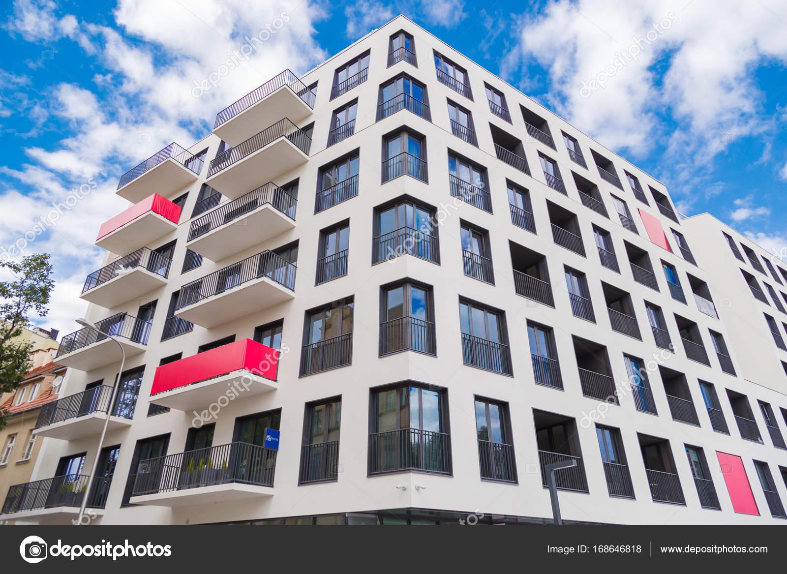 Moderne Luxus-Wohnungen-Gebäude. Zeitgenössisches Design Leben ...