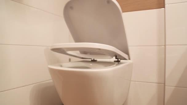 Hängende WC mit soft-close WC-Sitz Deckelscharnier