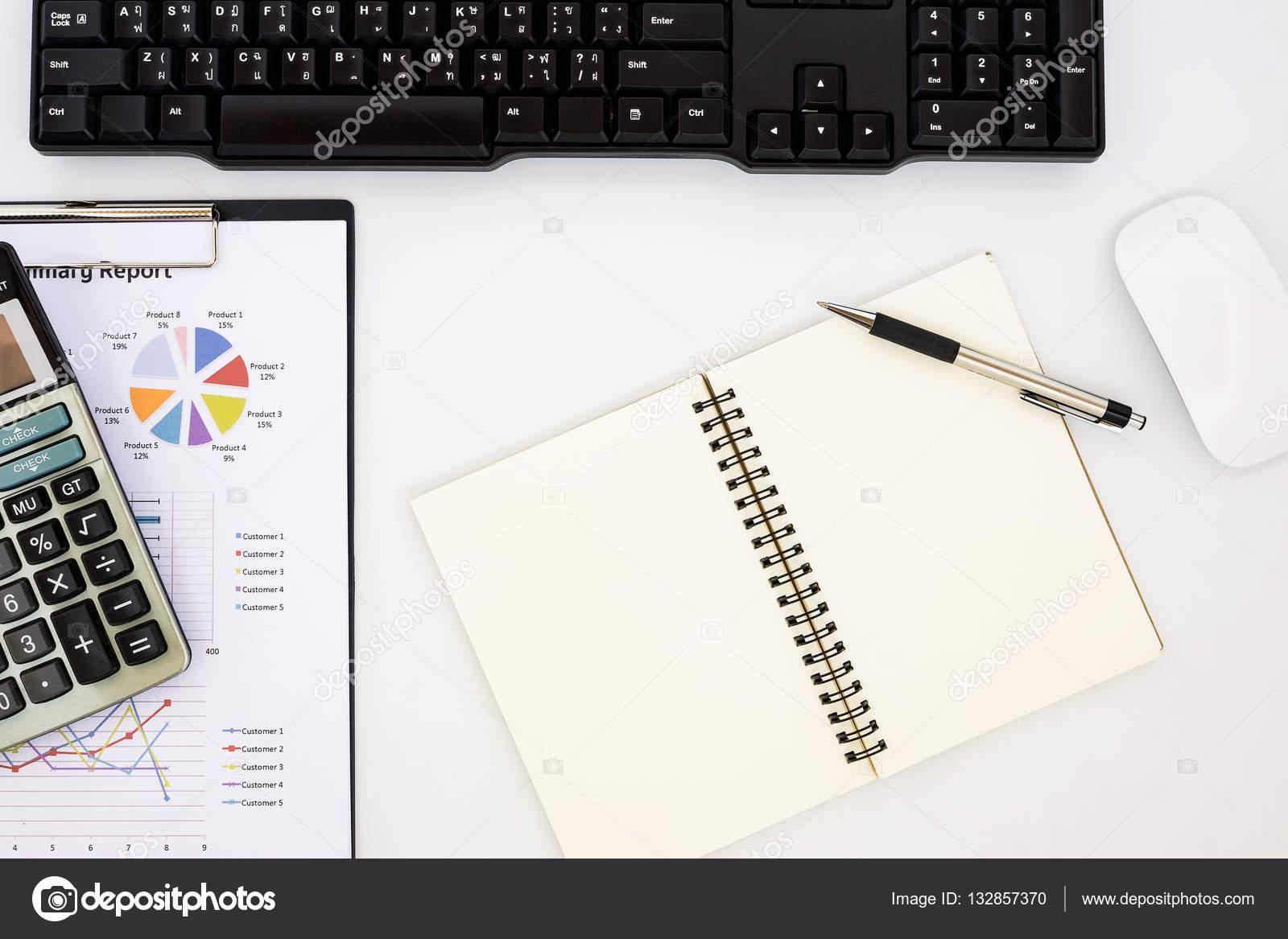 Moderne witte kantoor bureau tafel u stockfoto mc stockphoto