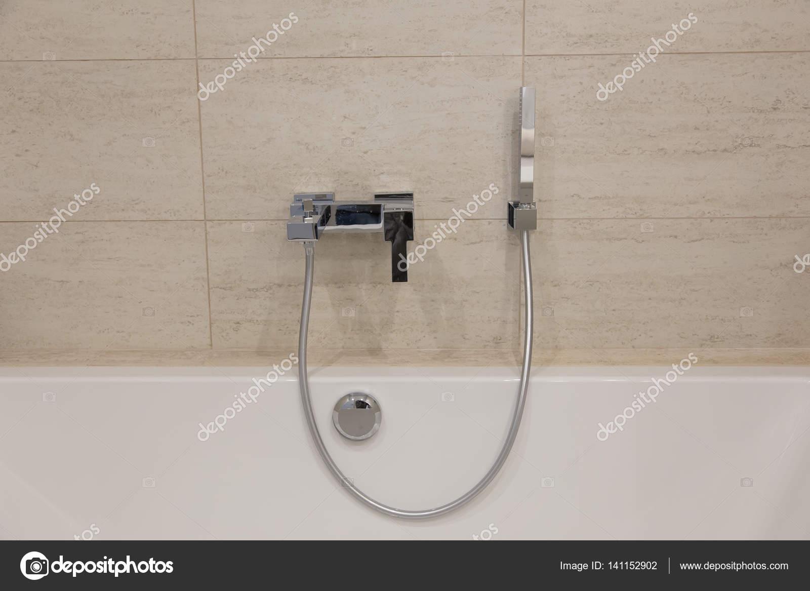 Bagno interno. miscelatore per doccia u2014 foto stock © endewer1.mail