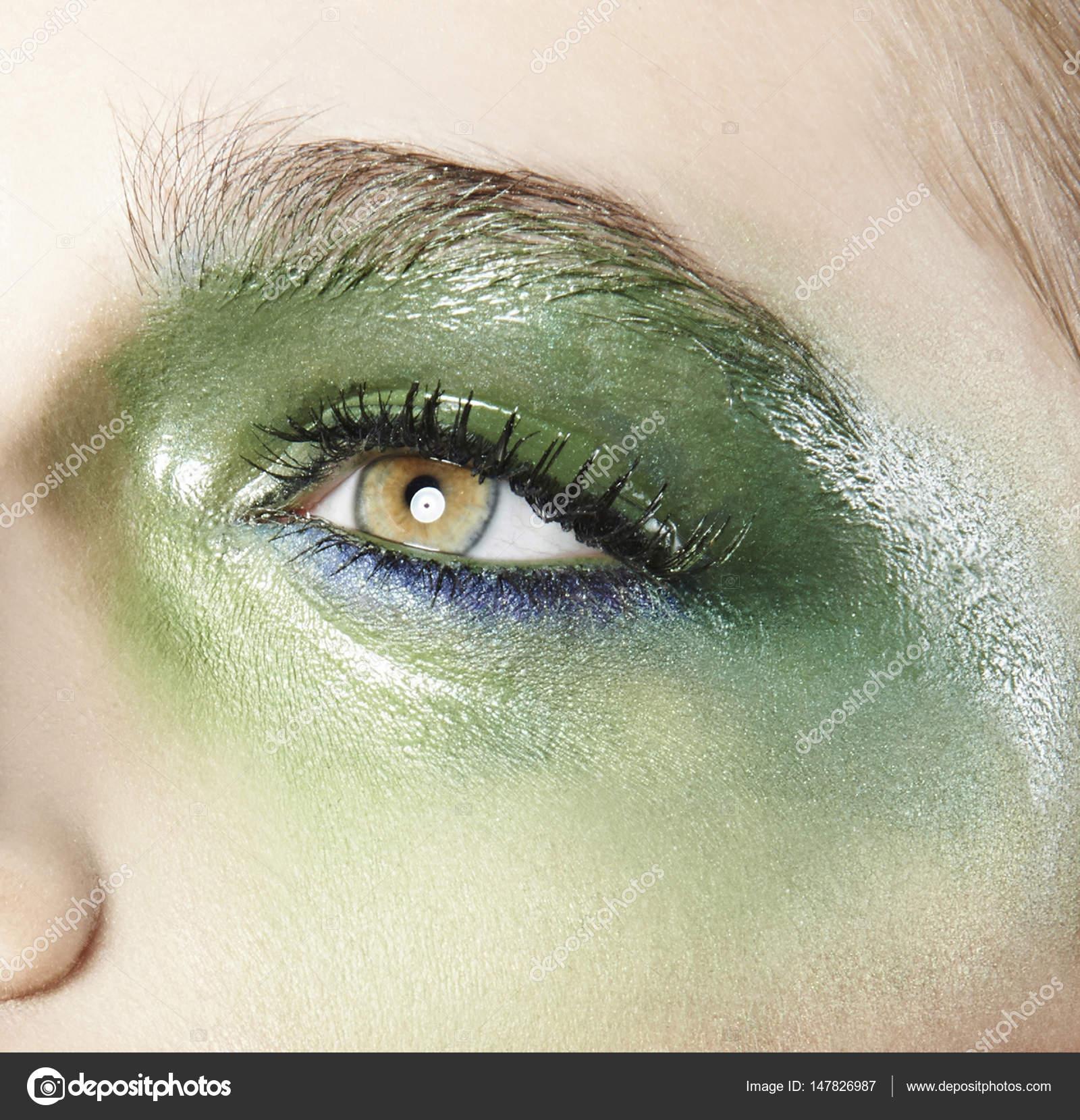 Auge Mit Grunen Lidschatten Stockfoto C Annadeba 147826987