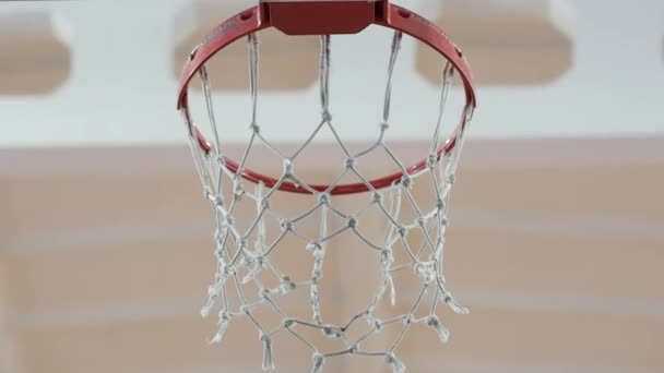 Basketball-Ball fliegt in den Ring. Schlager-Konzept