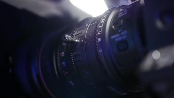 Kamera und Objektiv Zoom, Nahaufnahme, Nahaufnahme einer professionellen Videokamera