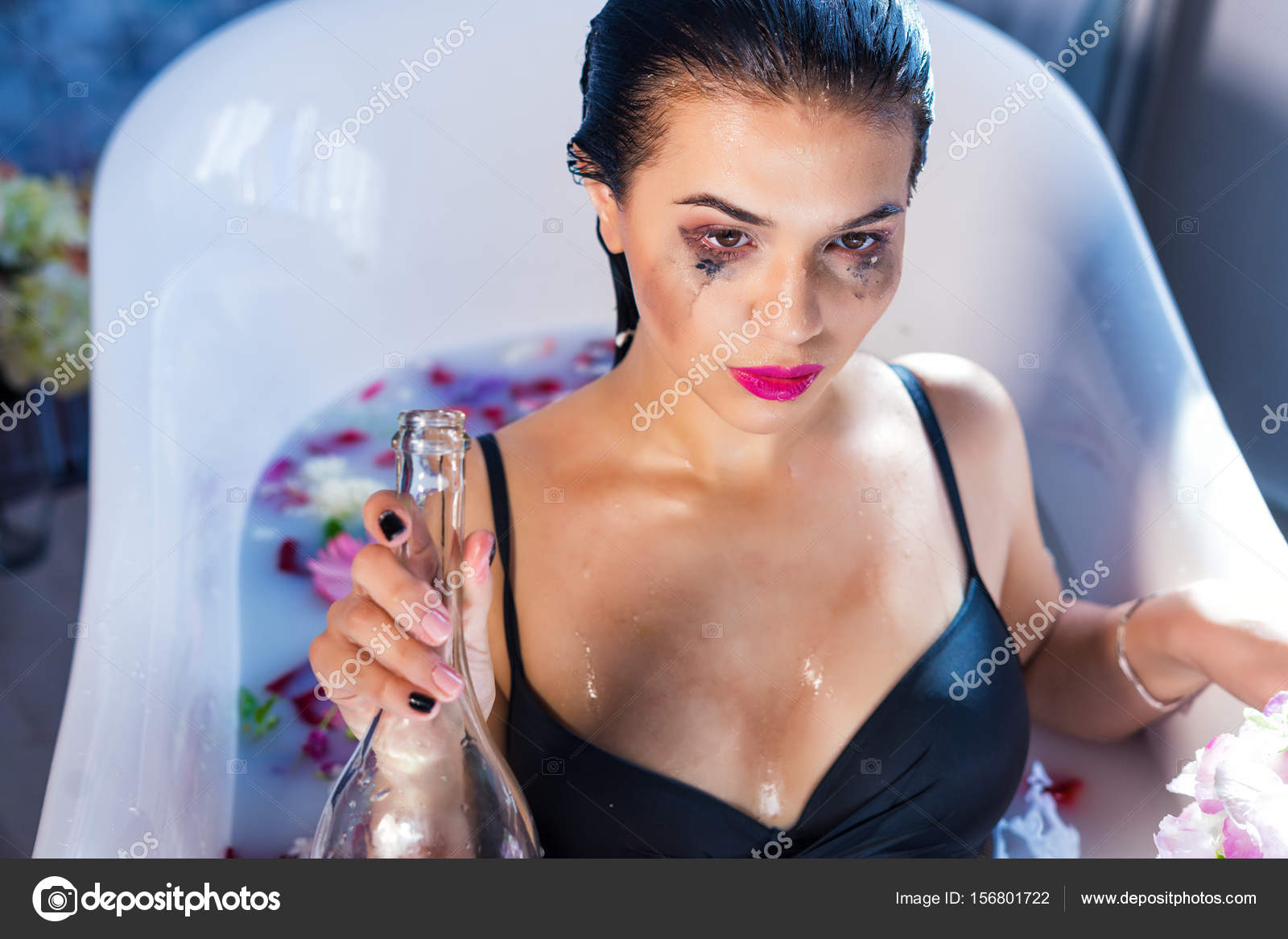 sexy brunette drunk woman relaxing in a hot bath — stock photo