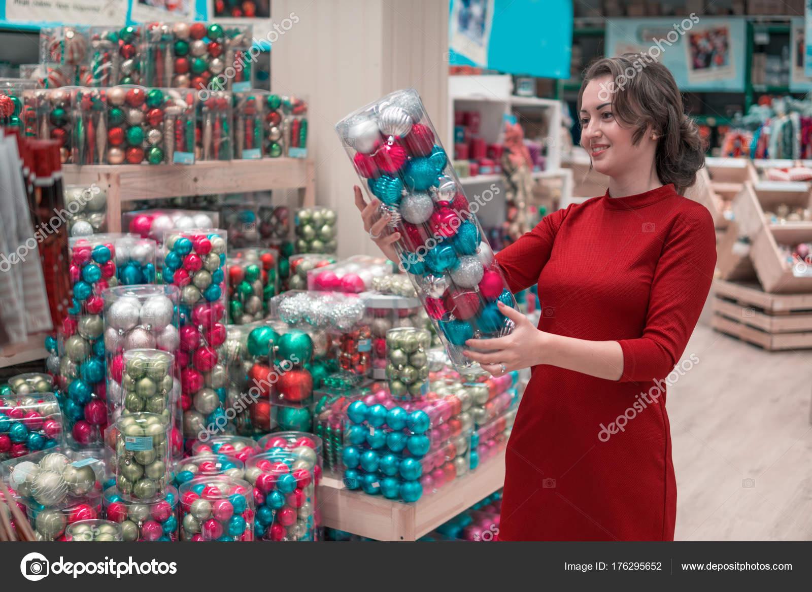 Kunden-Mädchen die Wahl Geschenke für Weihnachten und Neujahr ...