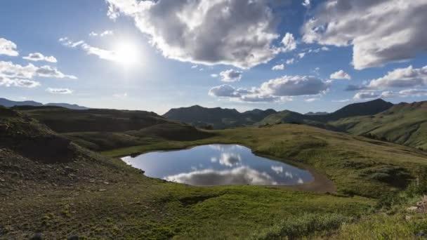 Timelapse z večerní krajiny v Rocky Mountains, kaštanová/bordó-Snowmass divočiny