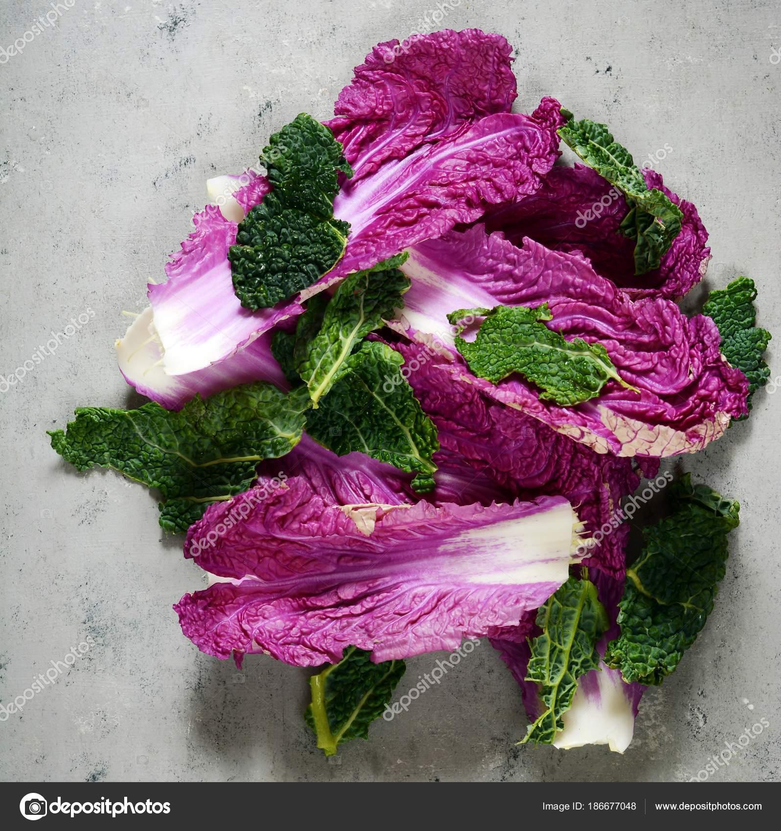 Flach Lag Blätter Von Peking Wirsing Und Salat Auf Einem — Stockfoto ...