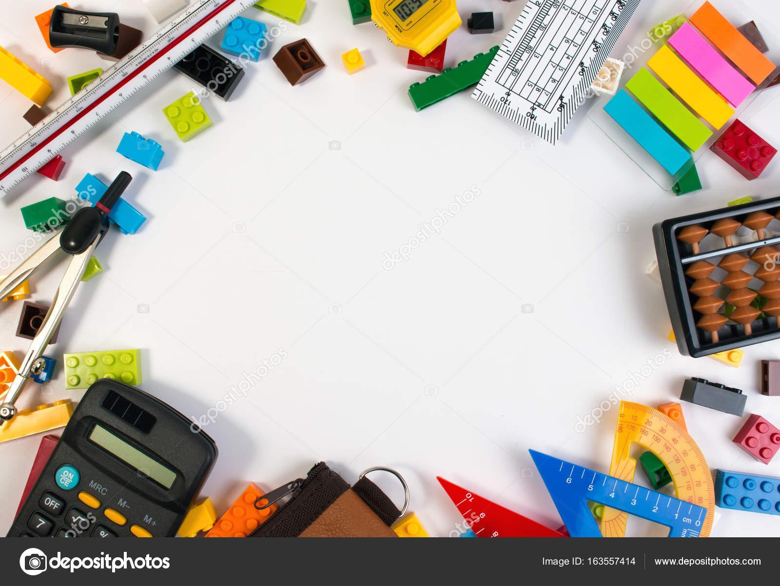 Rahmen von Plastikspielzeug Blöcken mit Mathematik Werkzeuge und ...