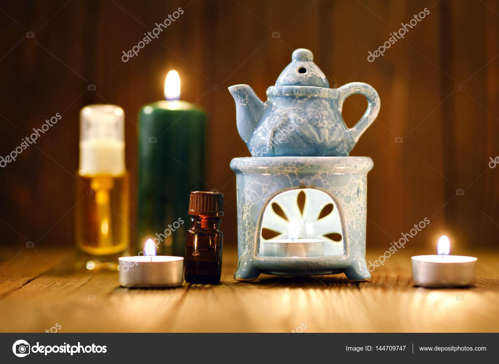 Kaarsen Op Olie.De Olie Warmer In De Kaarsen Stockfoto C Mukhomedianova