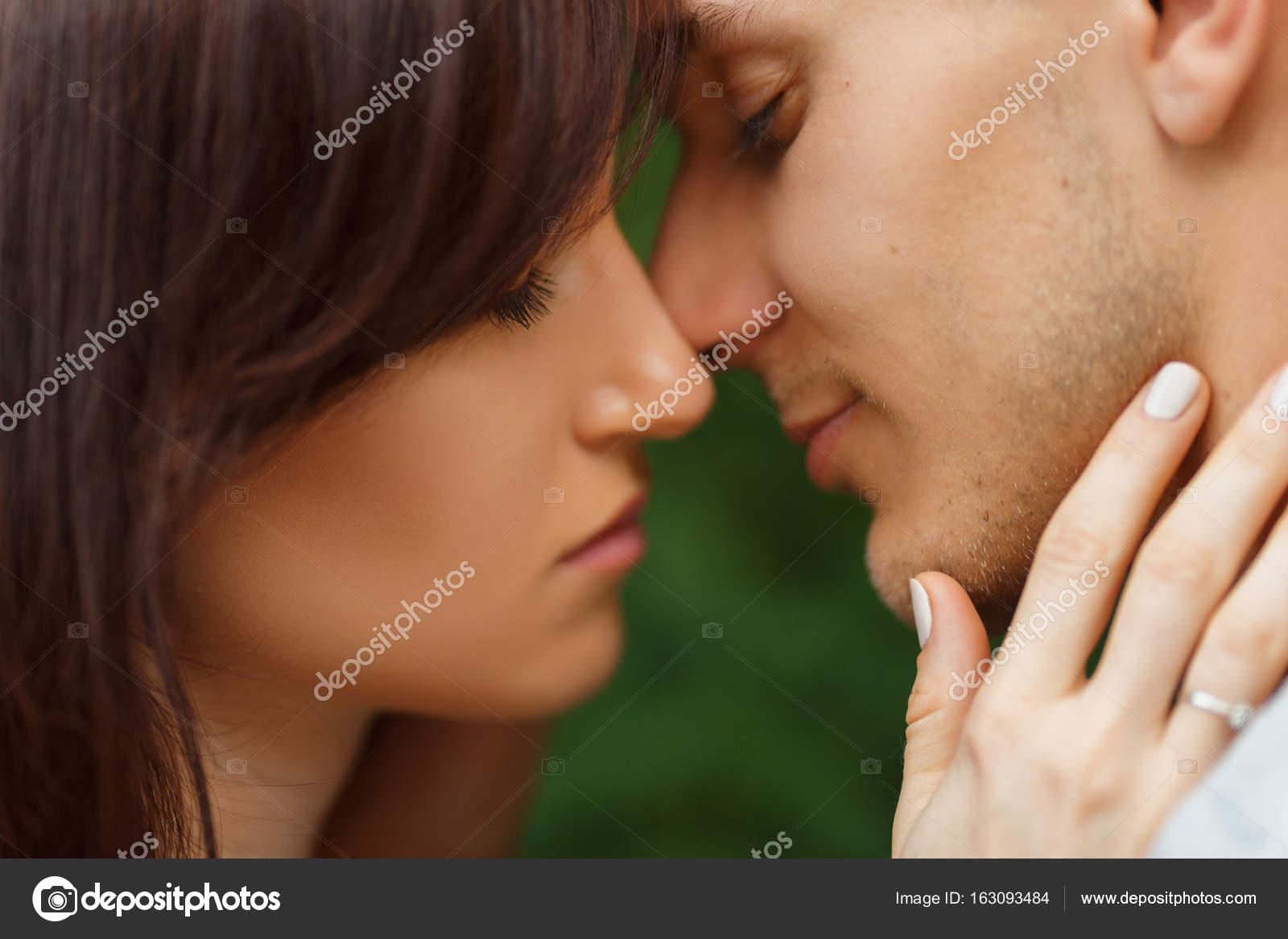 Tara Moss dating online