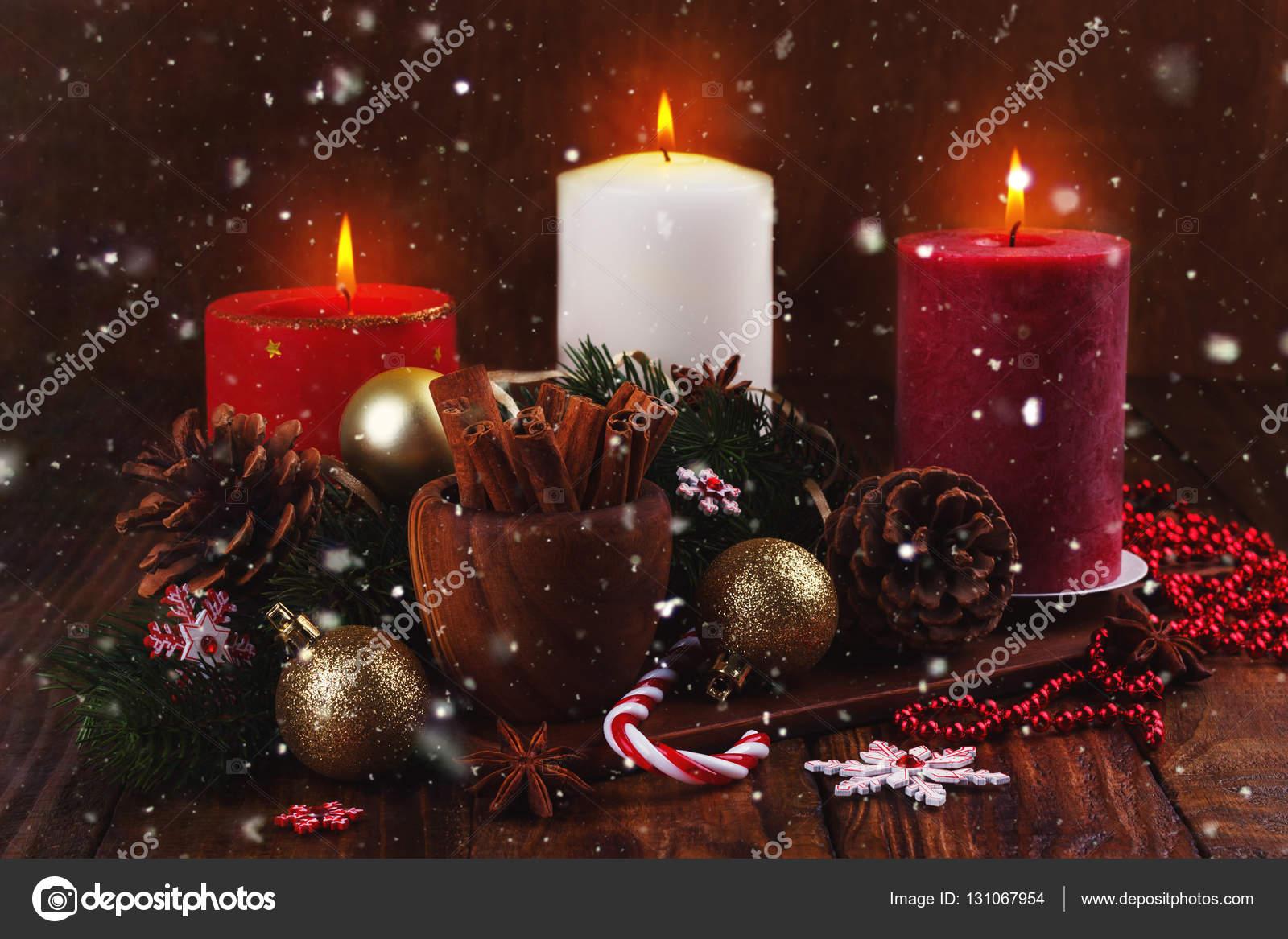 Immagini Natalizie Candele.Ornamenti E Candele Natalizie Foto Stock C Lana M 131067954