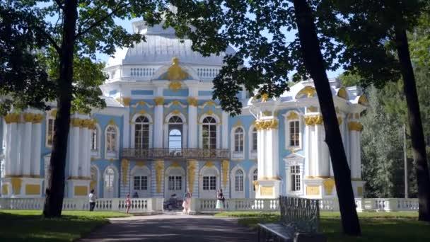 Procházka do Pavilonu Hermitage na umělém ostrově v Alexandrovském parku