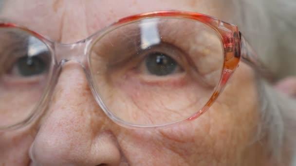 mature granny ausziehen