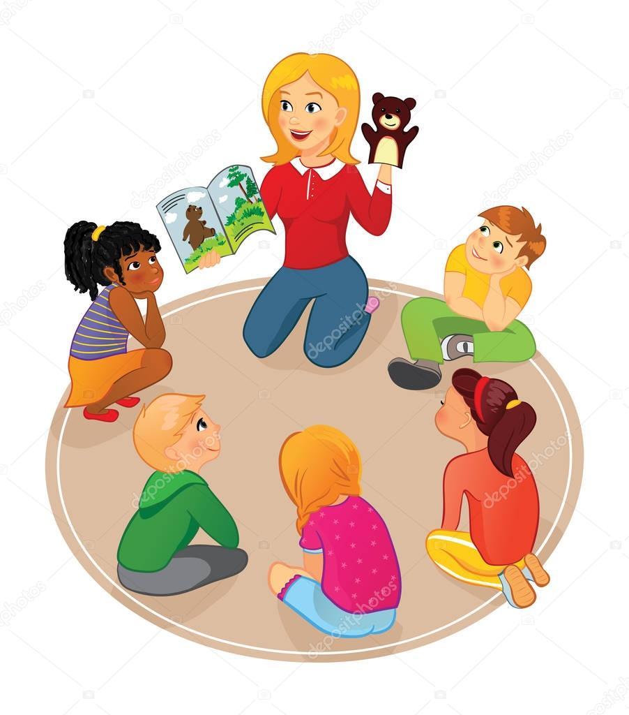 Insegnante Legge Un Libro Di Fiabe Per Bambini E