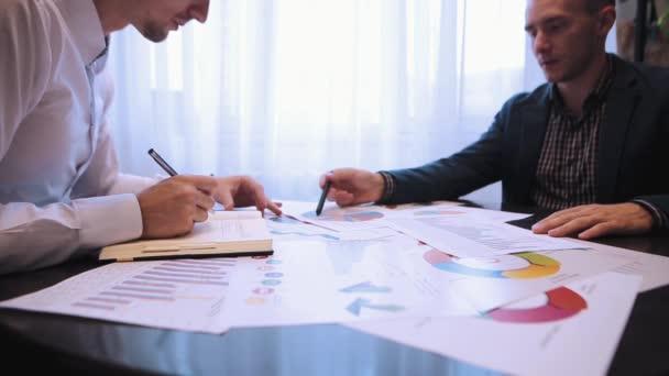 Obchodní partneři spolupracující