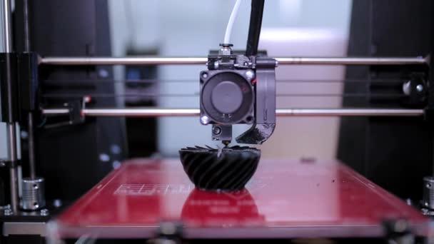 3D nyomtató nyomtat egy váza