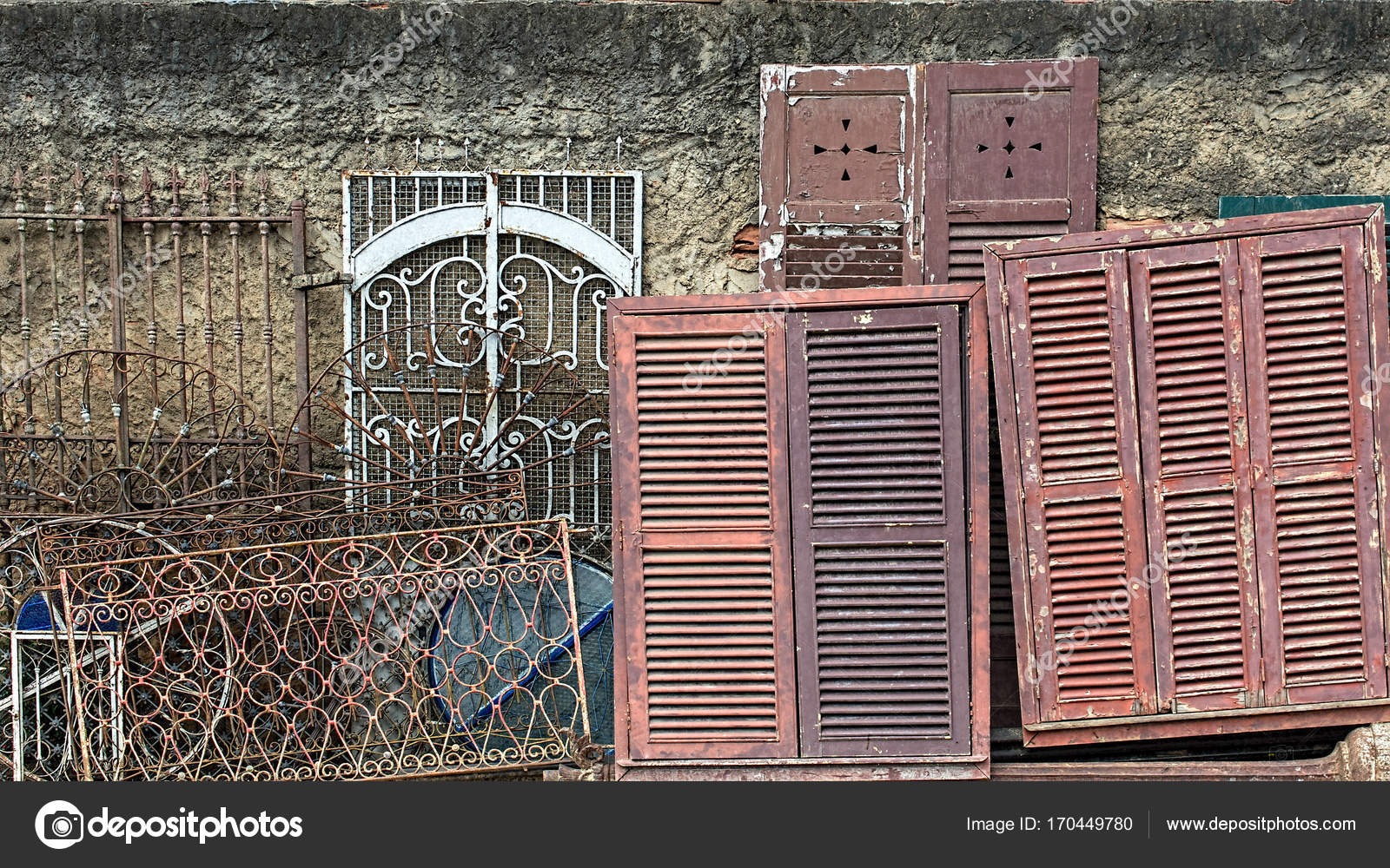 Cornici vecchie porte e finestre foto stock for Porte finestre usate