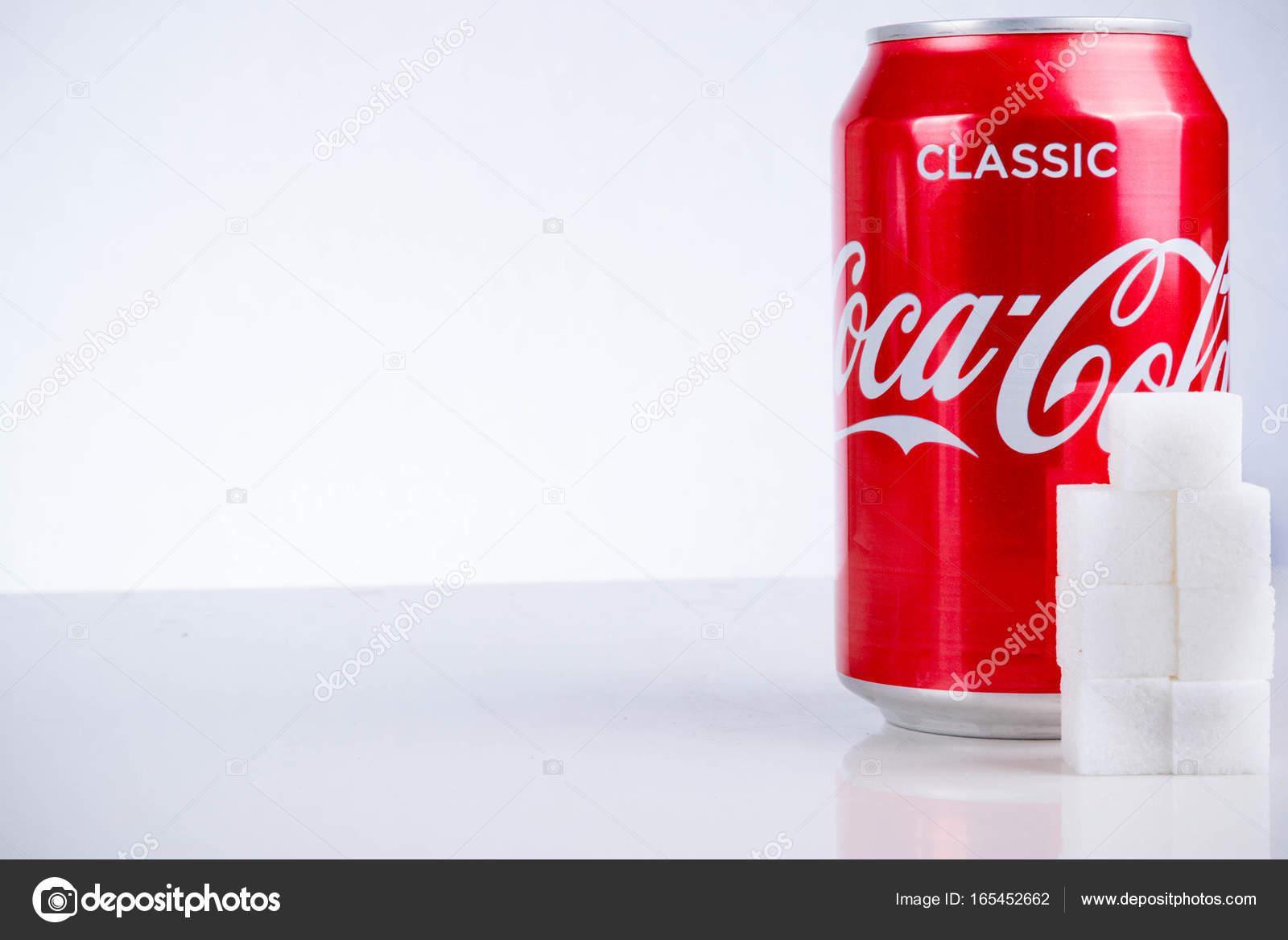 canette de coca cola classique avec le sucre en cubes photo ditoriale triumph0828 165452662. Black Bedroom Furniture Sets. Home Design Ideas