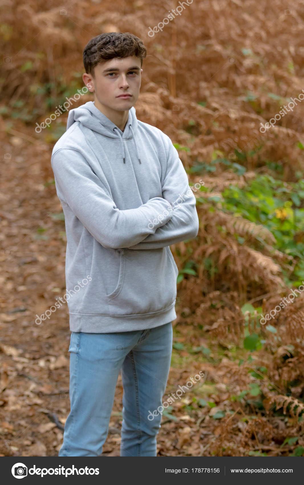 18 Years Old Vietnamese: 18 Year Old Teenage Boy Outside