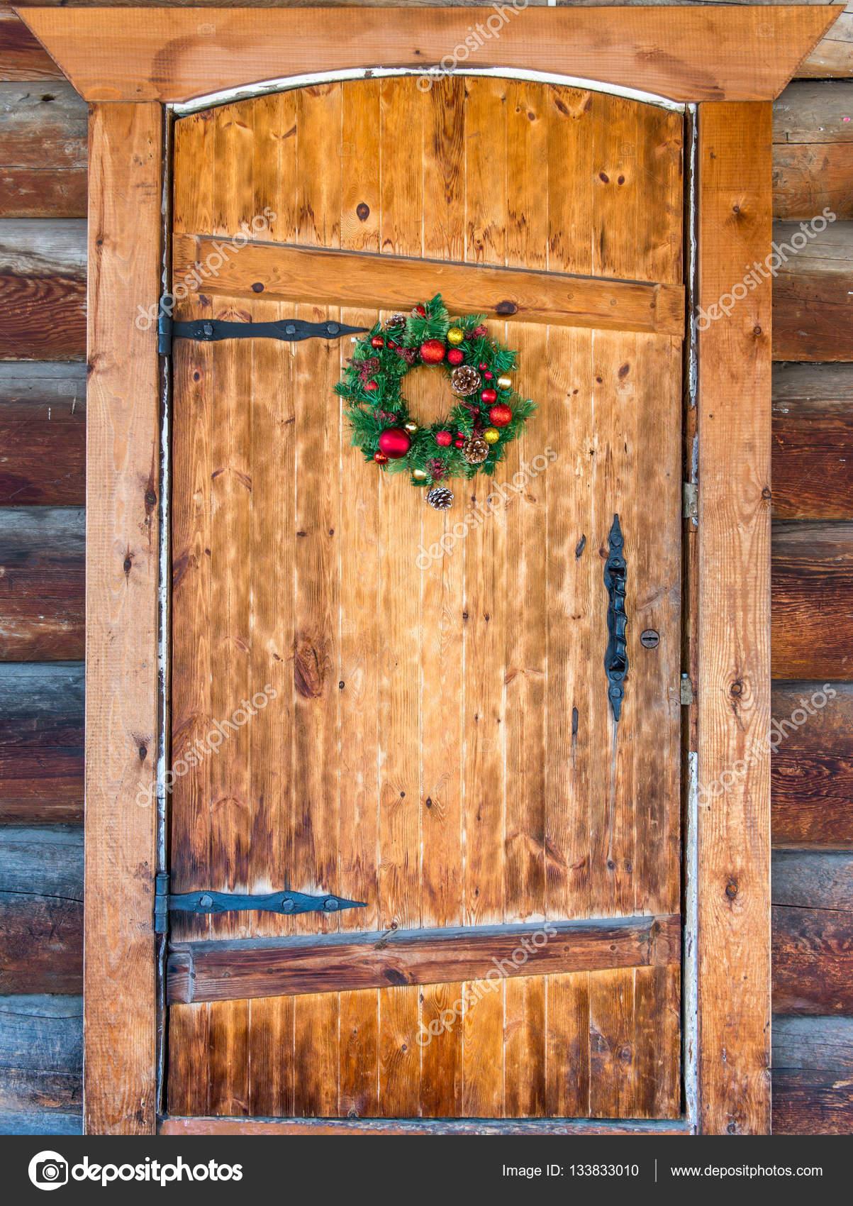 Puertas de navidad decoradas fotos de stock agnormark for Fotos de puertas decoradas de navidad