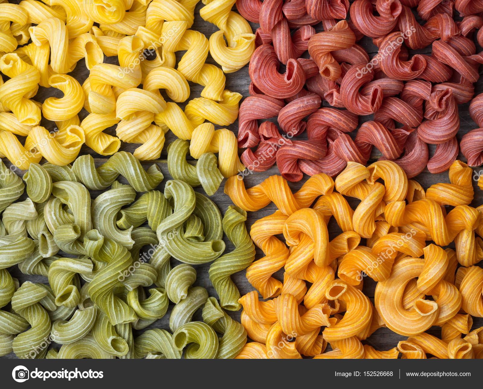 6cd99c126b3 Diverse soorten en vormen van Italiaanse kleur pasta– stockafbeelding