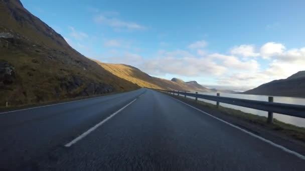 Silniční dršťky v Faerských ostrovů v severním Atlantiku