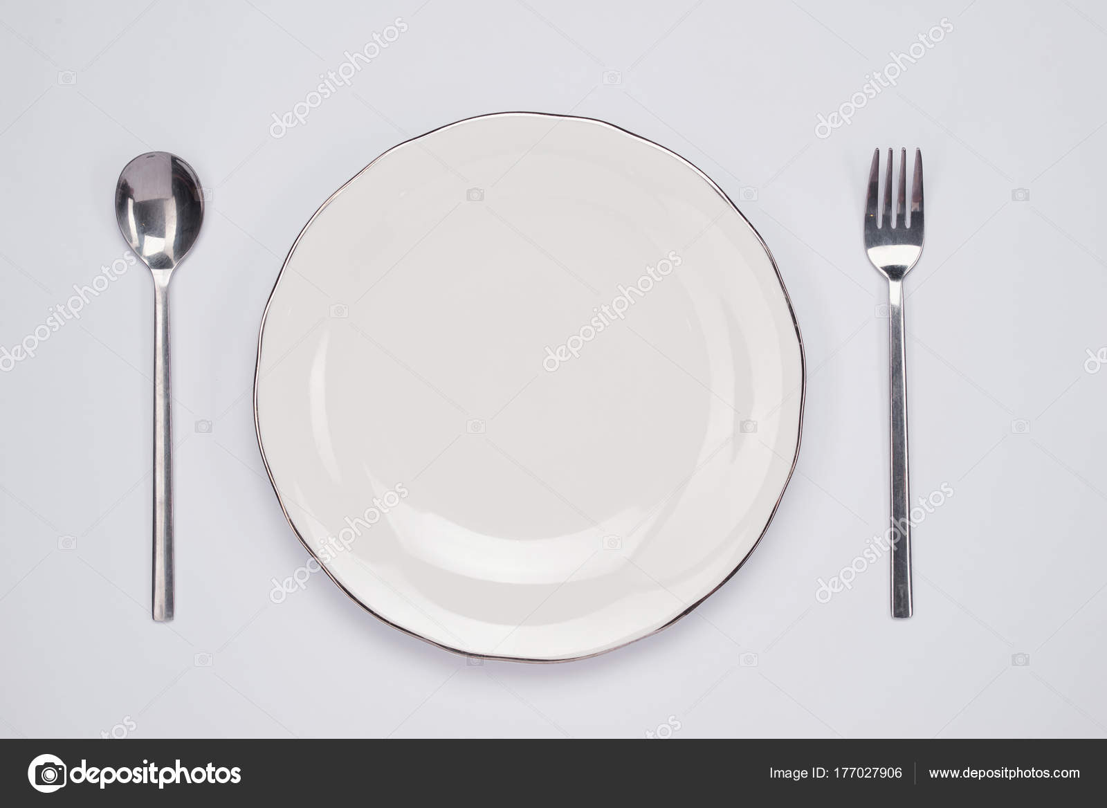 Dinner Plate Setting Top View Empty Plate Silverware Set Wooden ...