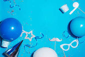 Fotografia Priorità bassa blu di festa di compleanno. Concetto di celebrazione. Piatto lay