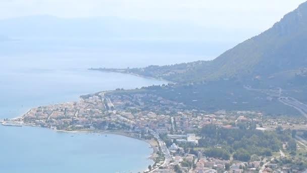 Panoráma města Kamena Vourla na Egejském pobřeží, Řecko.