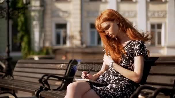 Классная девушка трогает себя фото 157-266