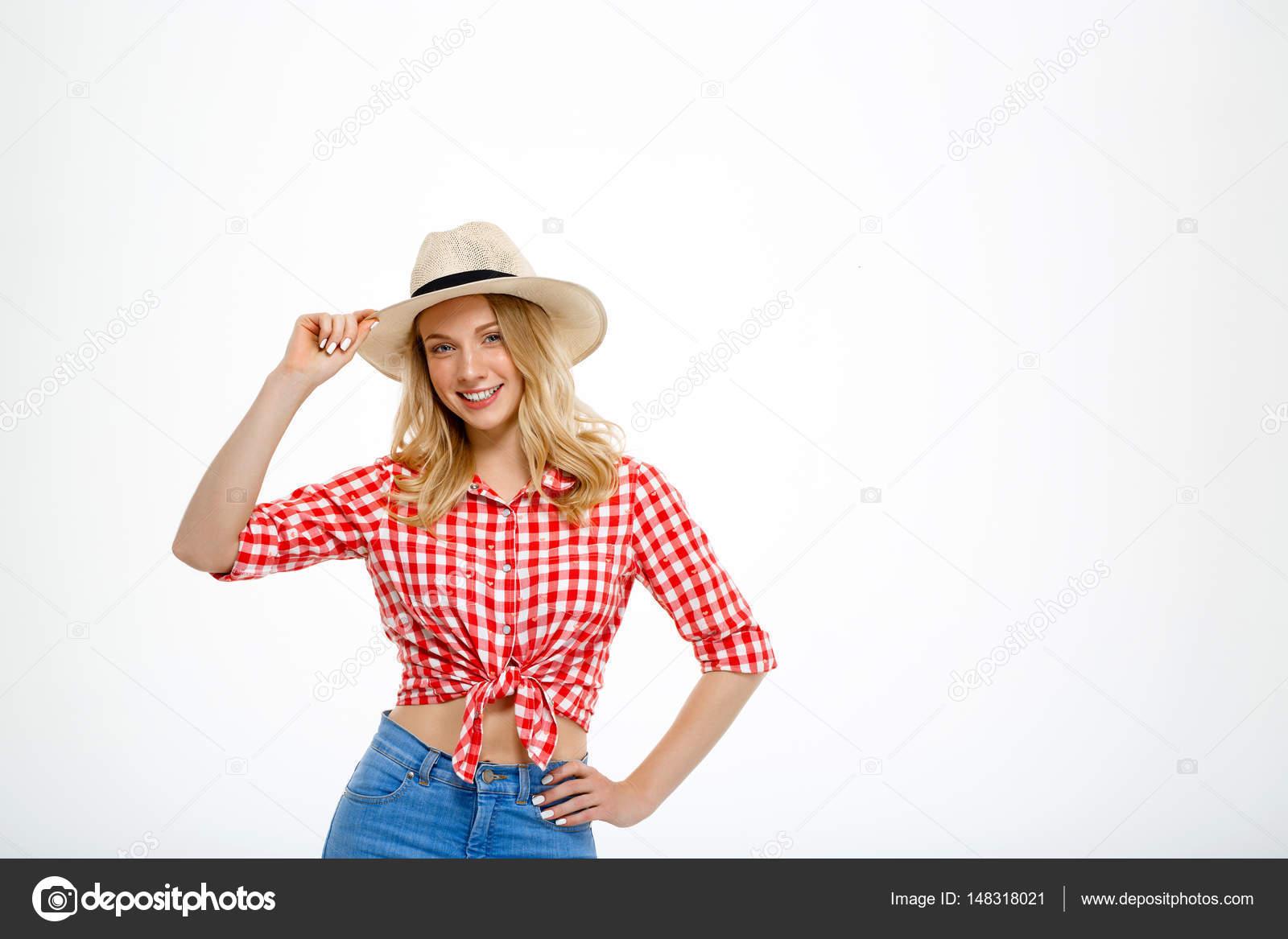 3133ebc87528a Portrait de la fille de la campagne belles souriant sur fond blanc ...