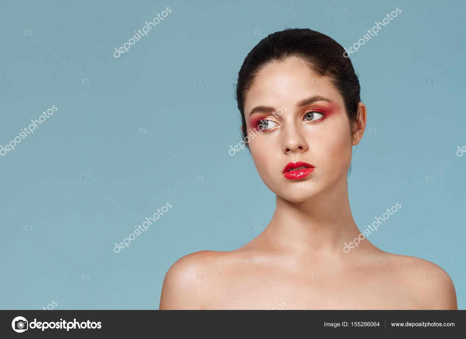 Fotografie mladé nahé dívky